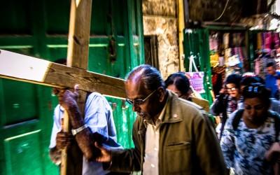La Via Crucis: storia, devozione, tradizione e curiosità